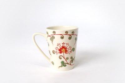 【再入荷】[バッチャン焼(ベトナム)]<br>花柄のマグカップ(赤い花と緑の葉)