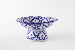 [ランパーン(タイ)]<br>青と白の模様がきれいな台付の皿(大)
