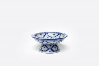 [ランパーン(タイ)]<br>青と白の模様がきれいな台付きの皿(小)