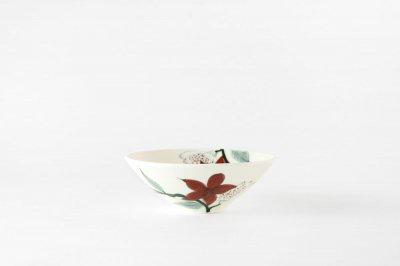 【再入荷】[バッチャン焼(ベトナム)]<br>手塗の花が映える茶碗(赤い花)