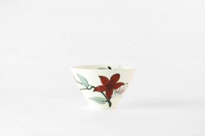 【再入荷】[バッチャン焼(ベトナム)]<br>手塗の花が映えるフリーカップ(赤い花)
