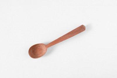 [ラオスの手彫りカトラリー]<br>プリンを食べたいカリンスプーン(無塗装)