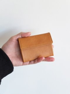 UNIVERSAL PRODUCTS『TOMO NARIAI CARD CASE』30%OFF<img class='new_mark_img2' src='https://img.shop-pro.jp/img/new/icons20.gif' style='border:none;display:inline;margin:0px;padding:0px;width:auto;' />