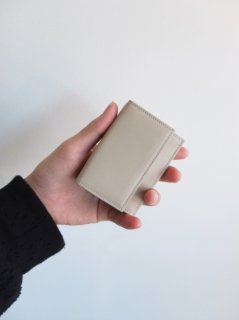 UNIVERSAL PRODUCTS『TOMO NARIAI COMPACT WALLET』30%OFF<img class='new_mark_img2' src='https://img.shop-pro.jp/img/new/icons20.gif' style='border:none;display:inline;margin:0px;padding:0px;width:auto;' />