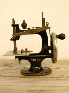 アメリカSINGERトイミシン Singer Model 20 Toy Sewing Machine