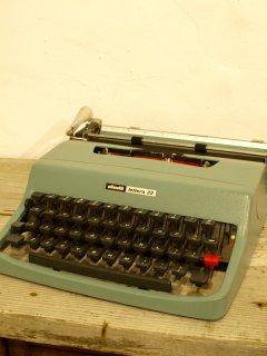 オリベッティ タイプライター Olivetti Lettera 32