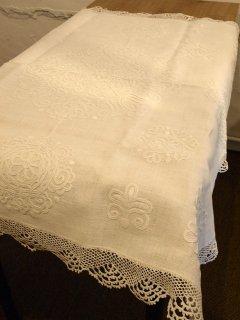 イーラーショシュ刺繍 テーブルクロス