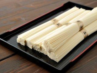 【会員登録でさらにお得!!】絹肌の貴婦人 手延素麺 金帯 超極細 古物 90束 (50gx90束) 簡易箱