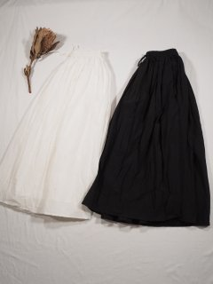 <img class='new_mark_img1' src='https://img.shop-pro.jp/img/new/icons14.gif' style='border:none;display:inline;margin:0px;padding:0px;width:auto;' />SOIL  GATHERED SKIRT