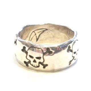 Crazy Pig Designs WAVY SKULL RING