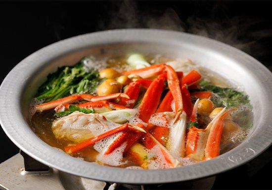 日本海のズワイガニの蟹すき鍋 1人前5,000円(税別)※2人前よりの写真