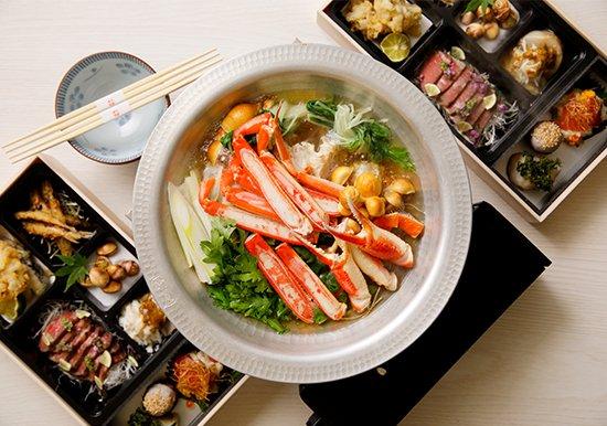 【忘年会コース】お料理詰め合わせと贅沢に日本海のズワイガニの蟹すき鍋セット1人前4000円(税別)※2人前よりの写真