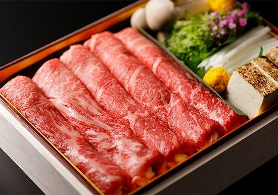 【忘年会コース】お料理詰め合わせと和牛のしゃぶしゃぶセット 1人前4000円(税別)※2人前よりの写真