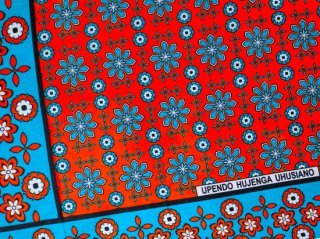 【カンガ】 オレンジレッド×ブルー フラワー 東アフリカ民族布