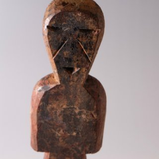 アダン族 呪術人形 お地蔵さまのようなたたずまいの木像