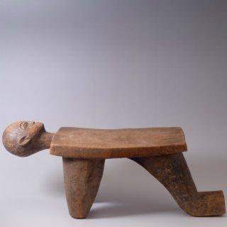 ロビ族 頭像が彫られた儀式用の椅子