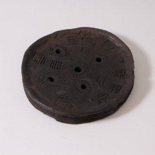 ムルシ族のリッププレート(女性が下唇につける皿)