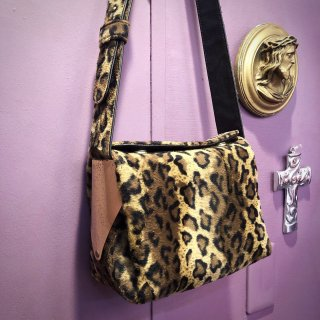 【LEOPARD SQUARE BAG】