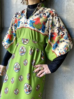 <img class='new_mark_img1' src='https://img.shop-pro.jp/img/new/icons14.gif' style='border:none;display:inline;margin:0px;padding:0px;width:auto;' />【1970s ASIAN PRINT MAXI DRESS】