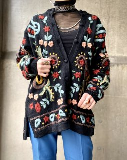 <img class='new_mark_img1' src='https://img.shop-pro.jp/img/new/icons14.gif' style='border:none;display:inline;margin:0px;padding:0px;width:auto;' />【EMBROIDERED KNIT CARDIGAN】