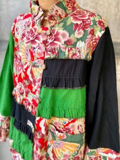 <img class='new_mark_img1' src='https://img.shop-pro.jp/img/new/icons14.gif' style='border:none;display:inline;margin:0px;padding:0px;width:auto;' />【SWITCHING FLORAL BLOUSE】