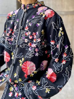 <img class='new_mark_img1' src='https://img.shop-pro.jp/img/new/icons14.gif' style='border:none;display:inline;margin:0px;padding:0px;width:auto;' />【EMBROIDERY JACKET】