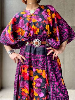<img class='new_mark_img1' src='https://img.shop-pro.jp/img/new/icons14.gif' style='border:none;display:inline;margin:0px;padding:0px;width:auto;' />【SATIN KAFTAN DRESS】