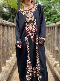 【EMBROIDERED BLACK KAFTAN DRESS】