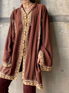 【BROWN EMBROIDERED TOP】