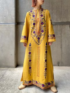【1960-70s EMBROIDERED YELLOW MAXI DRESS】