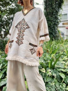 【1970s EMBROIDERED BOHO TOP】