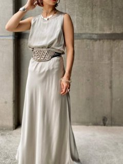<img class='new_mark_img1' src='https://img.shop-pro.jp/img/new/icons14.gif' style='border:none;display:inline;margin:0px;padding:0px;width:auto;' />【METALLIC SILVER SILK SET UP】