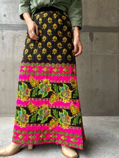 <img class='new_mark_img1' src='https://img.shop-pro.jp/img/new/icons14.gif' style='border:none;display:inline;margin:0px;padding:0px;width:auto;' />【1970s FLORAL QUILTING SKIRT】