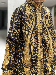 <img class='new_mark_img1' src='https://img.shop-pro.jp/img/new/icons14.gif' style='border:none;display:inline;margin:0px;padding:0px;width:auto;' />【EMBROIDERED MANDARIN JACKET】