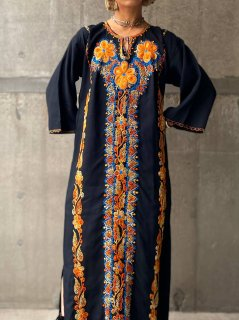 <img class='new_mark_img1' src='https://img.shop-pro.jp/img/new/icons14.gif' style='border:none;display:inline;margin:0px;padding:0px;width:auto;' />【1970s FLOWERS EMBROIDERED DRESS】