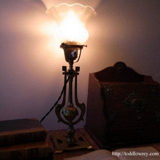 航海から生まれたアールデコの輝き / Antique Gimbal Table Lamp