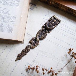 古びた黄金色を纏った文様の集合体 / Antique Brass Motief with Festoon