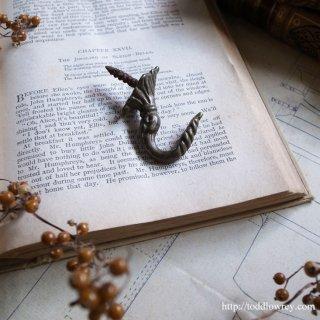 伝説に想いを馳せる小さな本物 / Antique Brass Hook
