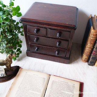 人の手と歳月で丸みを帯びた英国小家具 / Antique Mid Victorian Tabletop Chest of Drawers