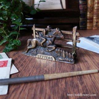 騎乗の爽快感を机上で愉しむ / Antique Brass Letter Rack