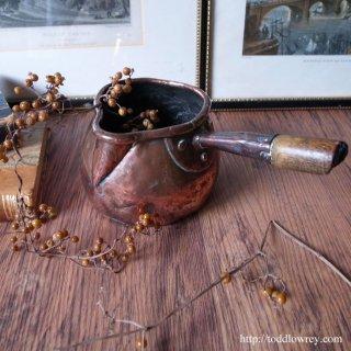 あたたかさを注いできた小さな鍋 / Antique Copper Saucepan with Wood Handle