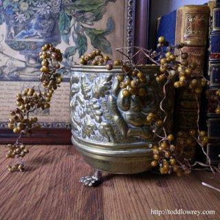 ライオン脚をもつ薔薇の器 / Antique Brass Rose Small Pot B