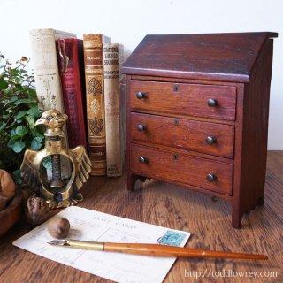 小さな家具にもの仕舞う時 / Antique Miniature Bureau