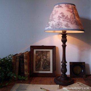 格調高く灯る絵画のように/ Antique Table Lamp with Toile de Jouy Shade