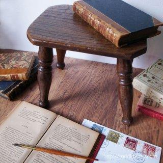 贅沢な生活雑貨 / Antique Wooden Milk Stool