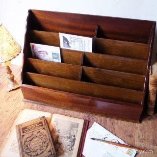 デスクトップで繰り広げられる銘木の共演 / Vintage Mahogany & Oak Letter Rack