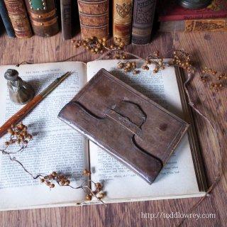 スコットランド沖から運ばれてきた祈祷書 / Antique Victorian Book of Common Prayer with Leather Cover