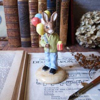 おめでとう!を伝える小さなウサギ / Vintage Royal Doulton