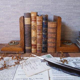 本を支える頼もしい存在 / Antique Oak Book Ends