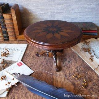 ヴィクトリアンの家具サンプル / Antique Victorian Inlaid Miniature Tripod Table